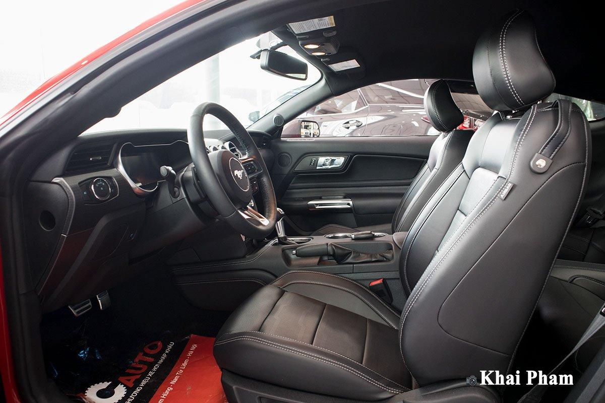 Ảnh ghế lái xe Ford Mustang High Performance 2020
