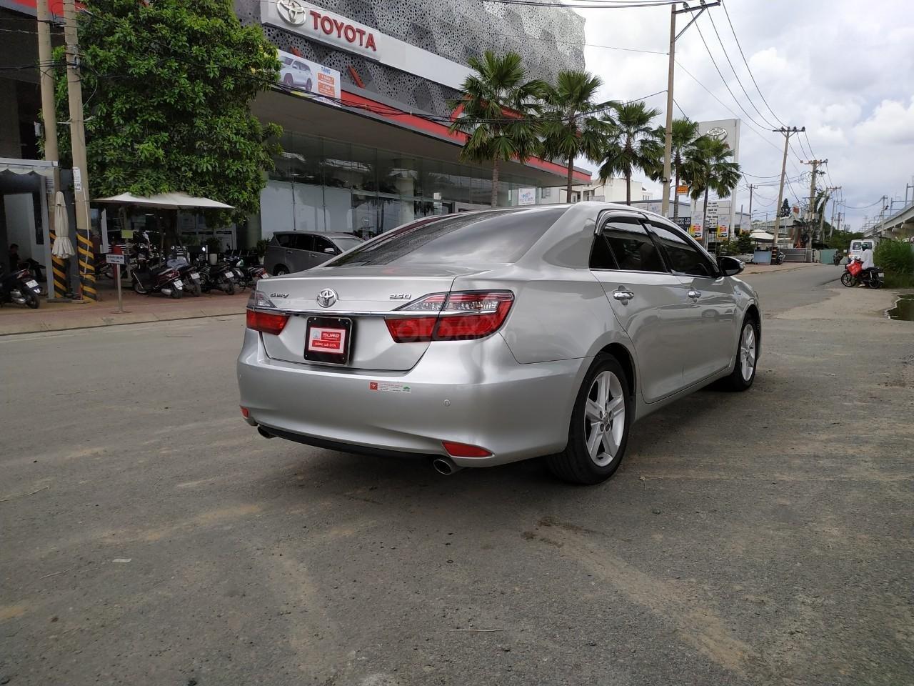Camry 2.5Q 2017 màu bạc, xe đẹp, biển số Sài Gòn, có trả góp, giá còn fix (6)