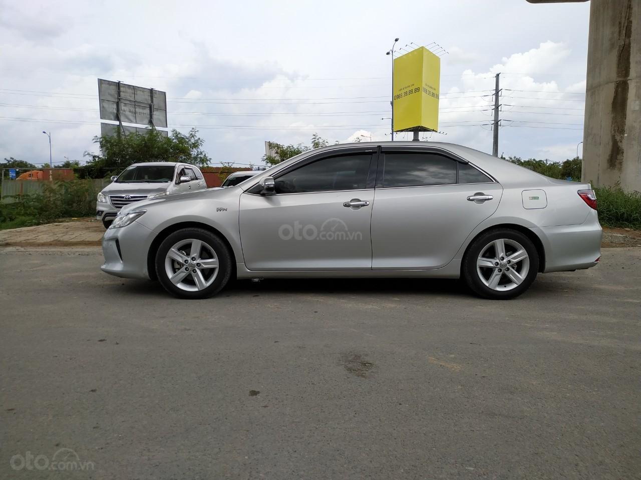 Camry 2.5Q 2017 màu bạc, xe đẹp, biển số Sài Gòn, có trả góp, giá còn fix (4)