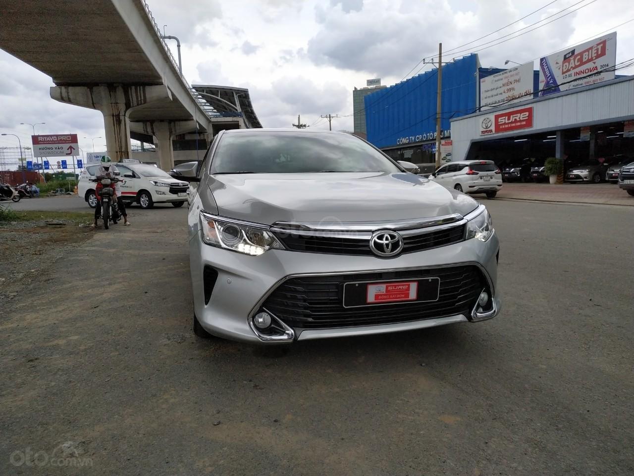 Camry 2.5Q 2017 màu bạc, xe đẹp, biển số Sài Gòn, có trả góp, giá còn fix (1)