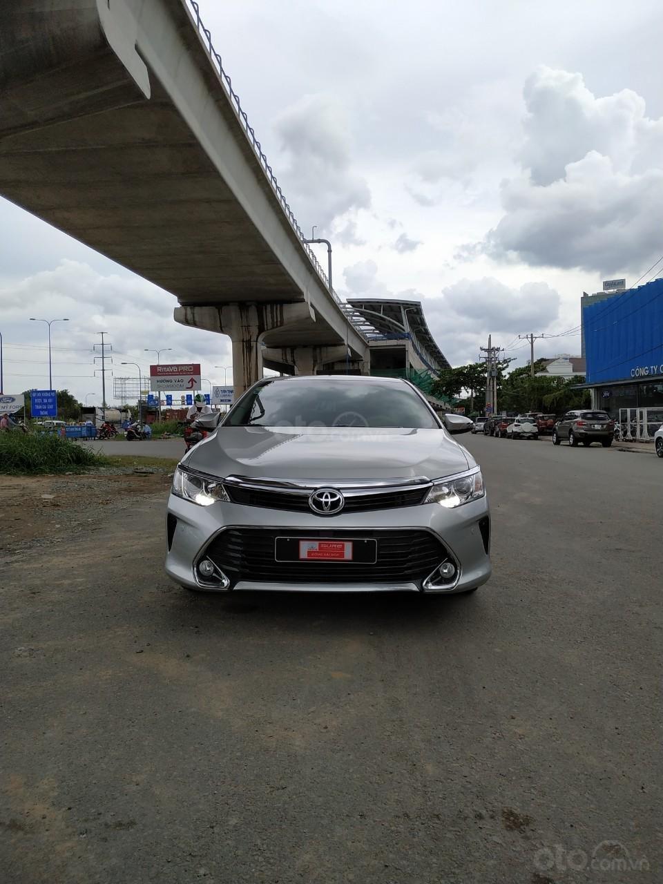Camry 2.5Q 2017 màu bạc, xe đẹp, biển số Sài Gòn, có trả góp, giá còn fix (3)