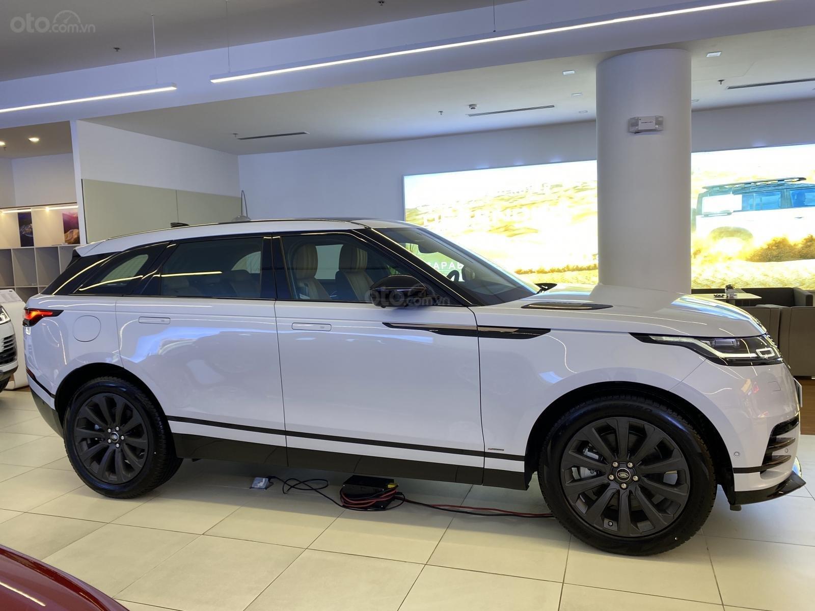 Bán xe Range Rover Velar nhập khẩu chính hãng màu trắng, mới 2020, giá tốt nhất. Xe sẵn, nhiều màu lựa chọn, giao ngay (3)