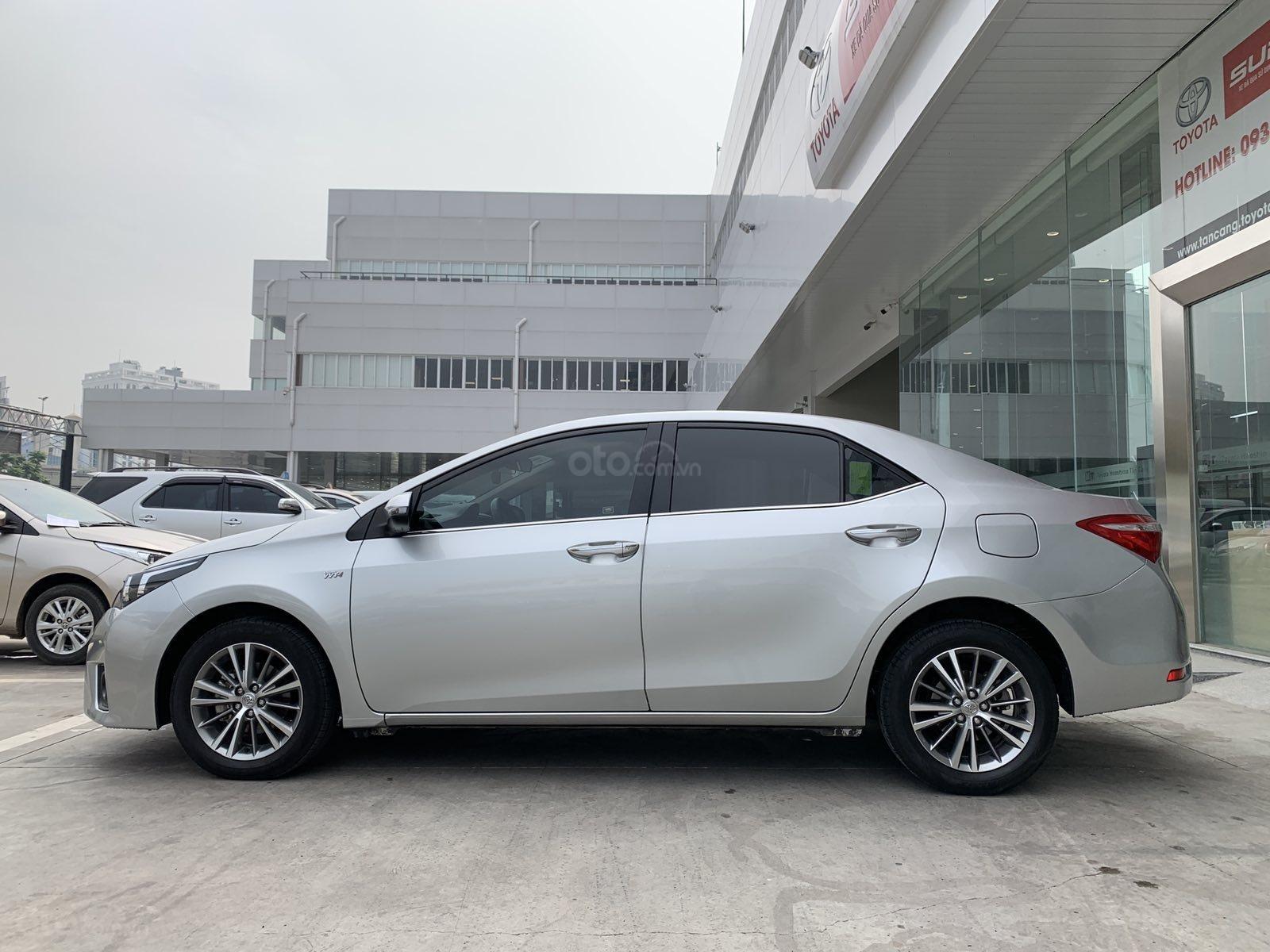 Cần bán xe Toyota Corolla Altis 1.8G CVT 2015 màu bạc đi 69.000km, BS. TpHCM - Xe chất giá tốt chính hãng (4)