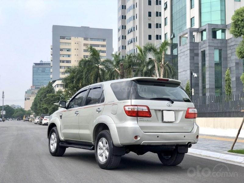 Bán Toyota Fortuner 2011, màu bạc, nhập khẩu nguyên chiếc chính chủ, giá tốt (4)
