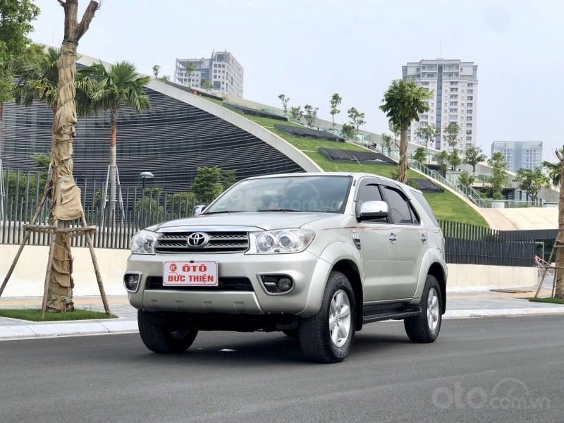 Bán Toyota Fortuner 2011, màu bạc, nhập khẩu nguyên chiếc chính chủ, giá tốt (1)