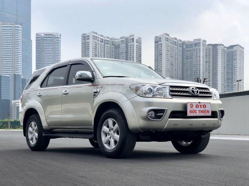 Bán Toyota Fortuner 2011, màu bạc, nhập khẩu nguyên chiếc chính chủ, giá tốt (3)