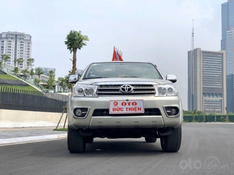 Bán Toyota Fortuner 2011, màu bạc, nhập khẩu nguyên chiếc chính chủ, giá tốt (2)