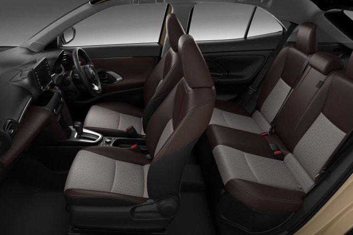 Đánh giá xe Toyota Yaris Cross 2021 về không gian ghế ngồi.