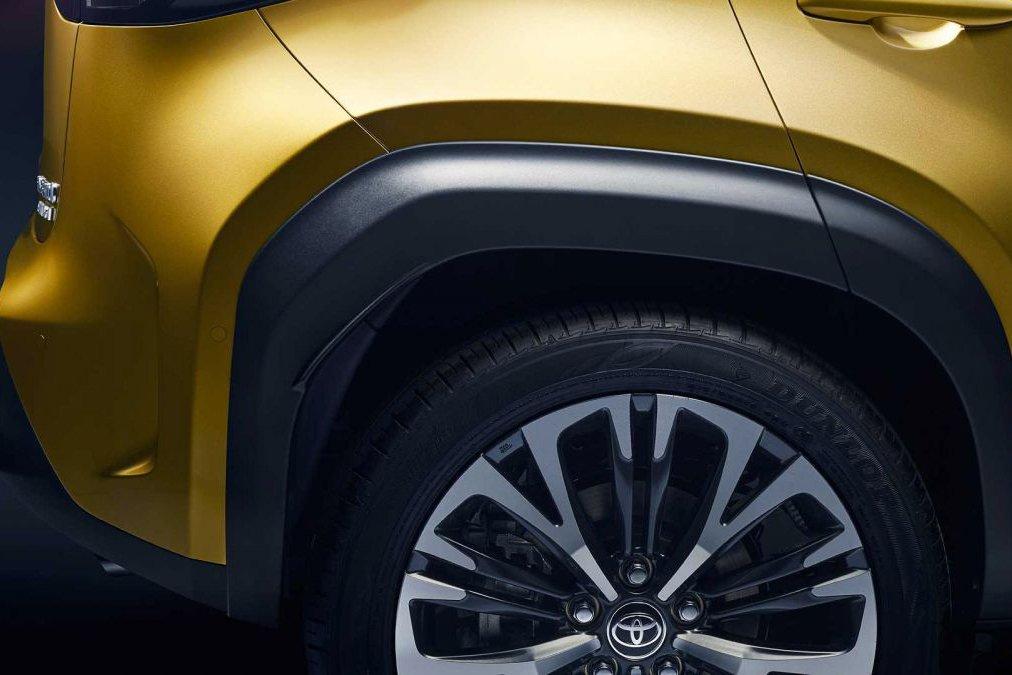 Đánh giá xe Toyota Yaris Cross 2021 về thiết kế thân xe - Ảnh 1.