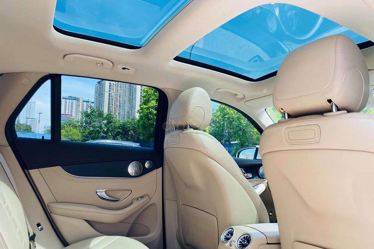 Mercedes-Benz GLC 300 4Matic 2017 được trang bị cửa sổ trời Panoramic 1