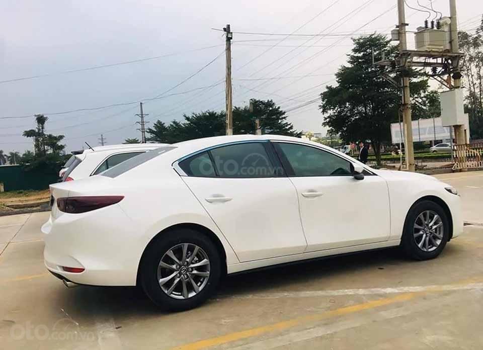 Cần bán Mazda 3 1.5 Deluxe năm 2020, màu trắng, giá 709tr (2)
