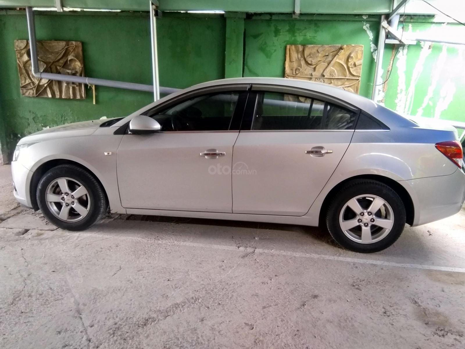 Bán xe Chevrolet Cruze năm 2014 màu bạc - liên hệ trực tiếp chính chủ - xe gia đình đi, đảm bảo không đâm đụng ngập nước (2)