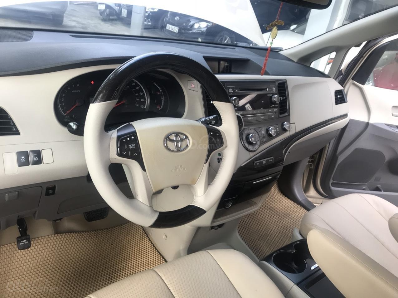 Cần bán lại xe Toyota Sienna đời 2011, xe nhập (10)