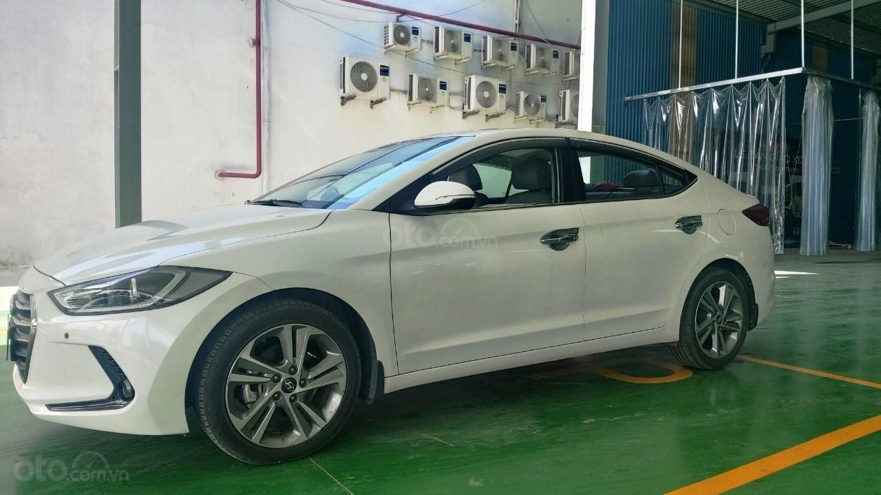Bán xe Hyundai Elantra 2.0 AT, đăng ký tháng 01.2018 (1)