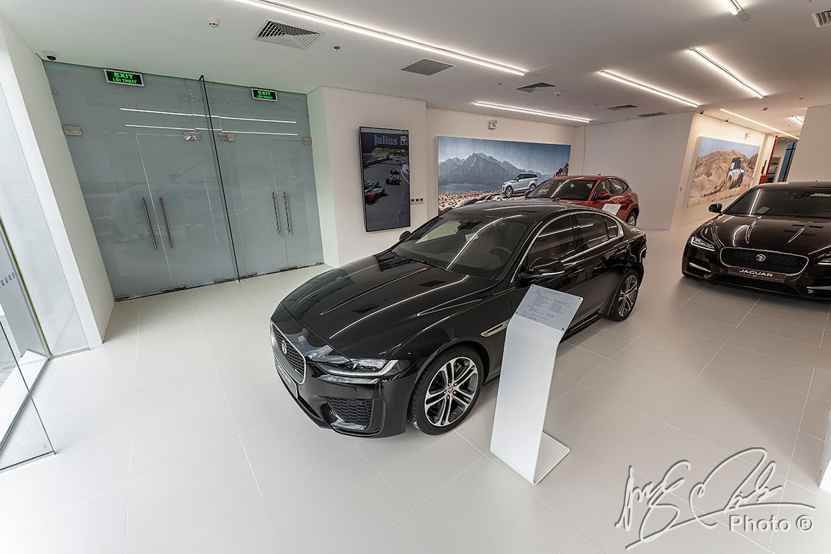Giá bán của Jaguar XE 2020 hiện đang cao hơn so với các đối thủ.