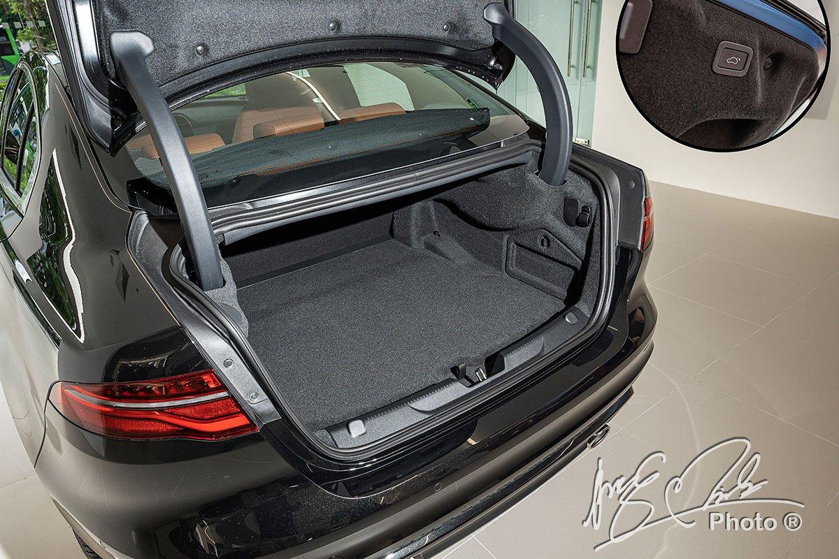 Khoang hành lý của Jaguar XE 2020 có dung tích 410 lít.