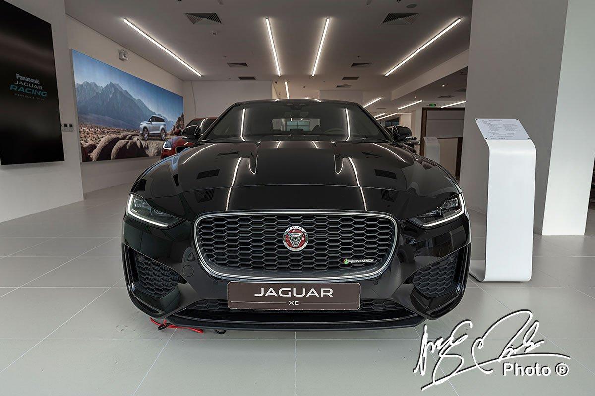 Jaguar XE 2020 mới trông rộng và thấp hơn so với phiên bản tiền nhiệm.