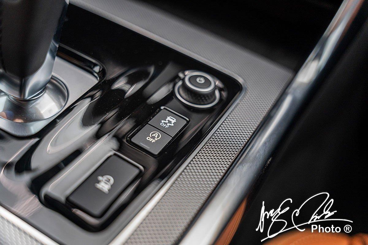 Hệ thống cân bằng điện tử trên Jaguar XE 2020.