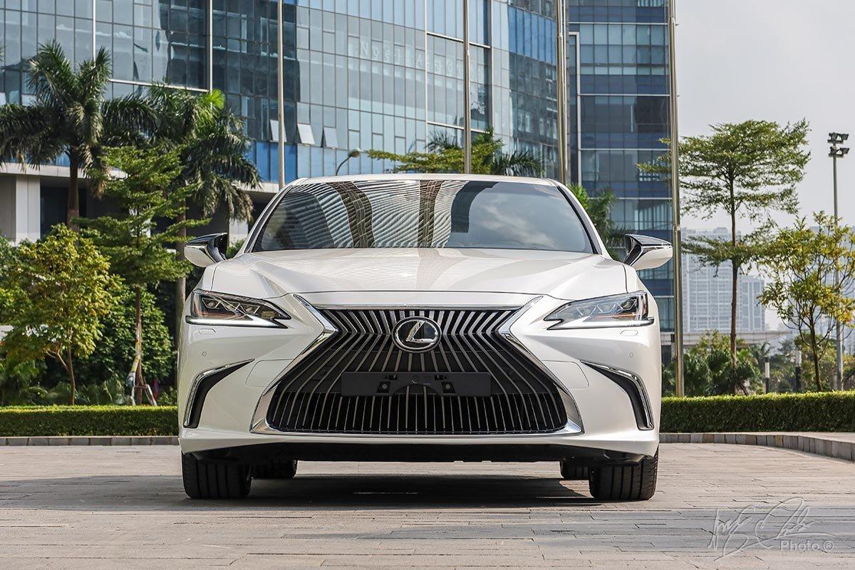 Ngoại thất Lexus ES 2020 mới nhất.