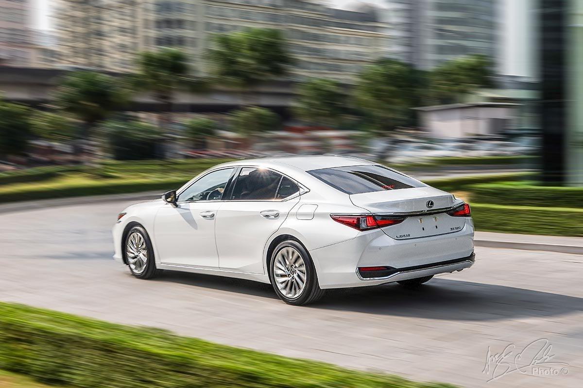 Động cơ trên Lexus ES 2020 mới nhất.