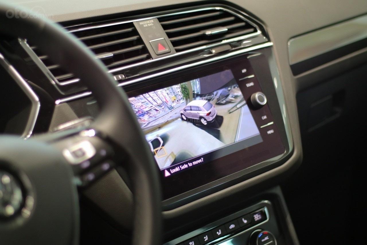 Bán Volkswagen Tiguan Luxury S màu trắng - Phiên bản Offroad - Giá tốt tháng ngâu (12)