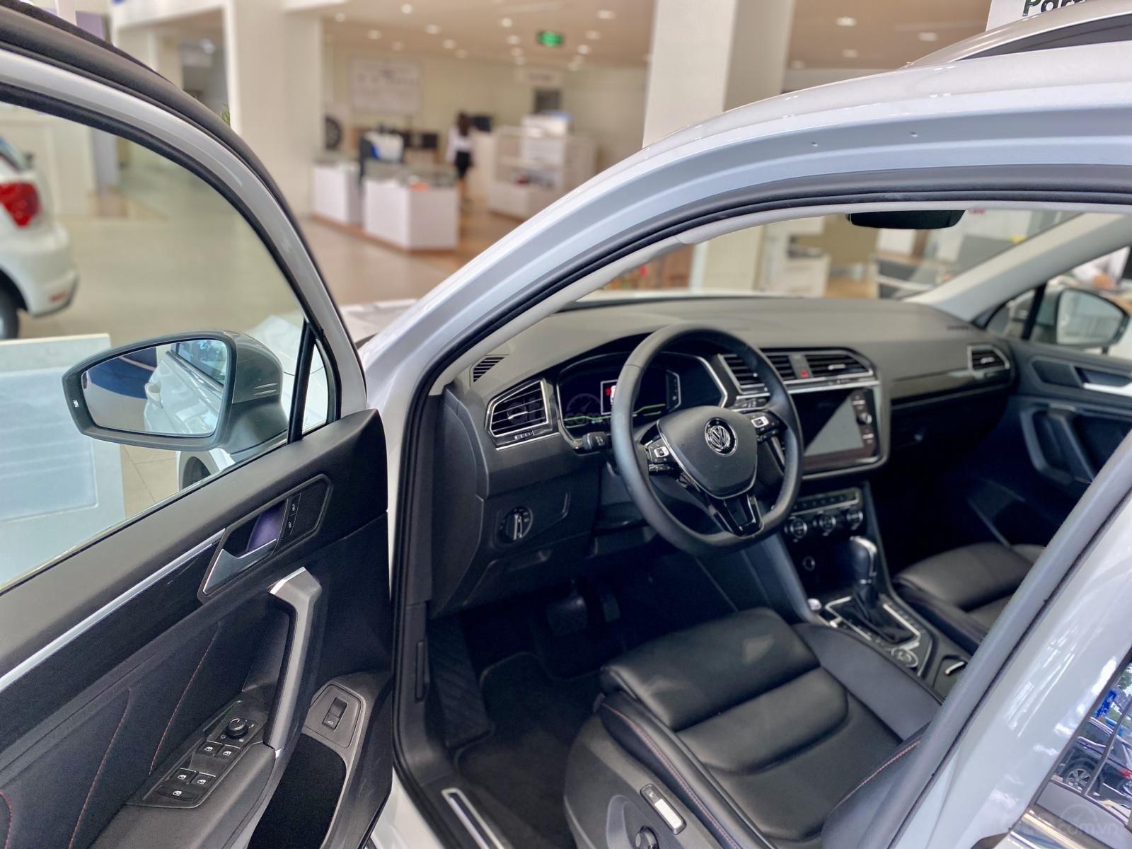 Volkswagen Sài Gòn Tiguan Luxury màu trắng - Giá tốt cho tháng ngâu - 6 màu giao ngay (trắng, đen, đỏ,.. ) - Hỗ trợ vay 80% (8)