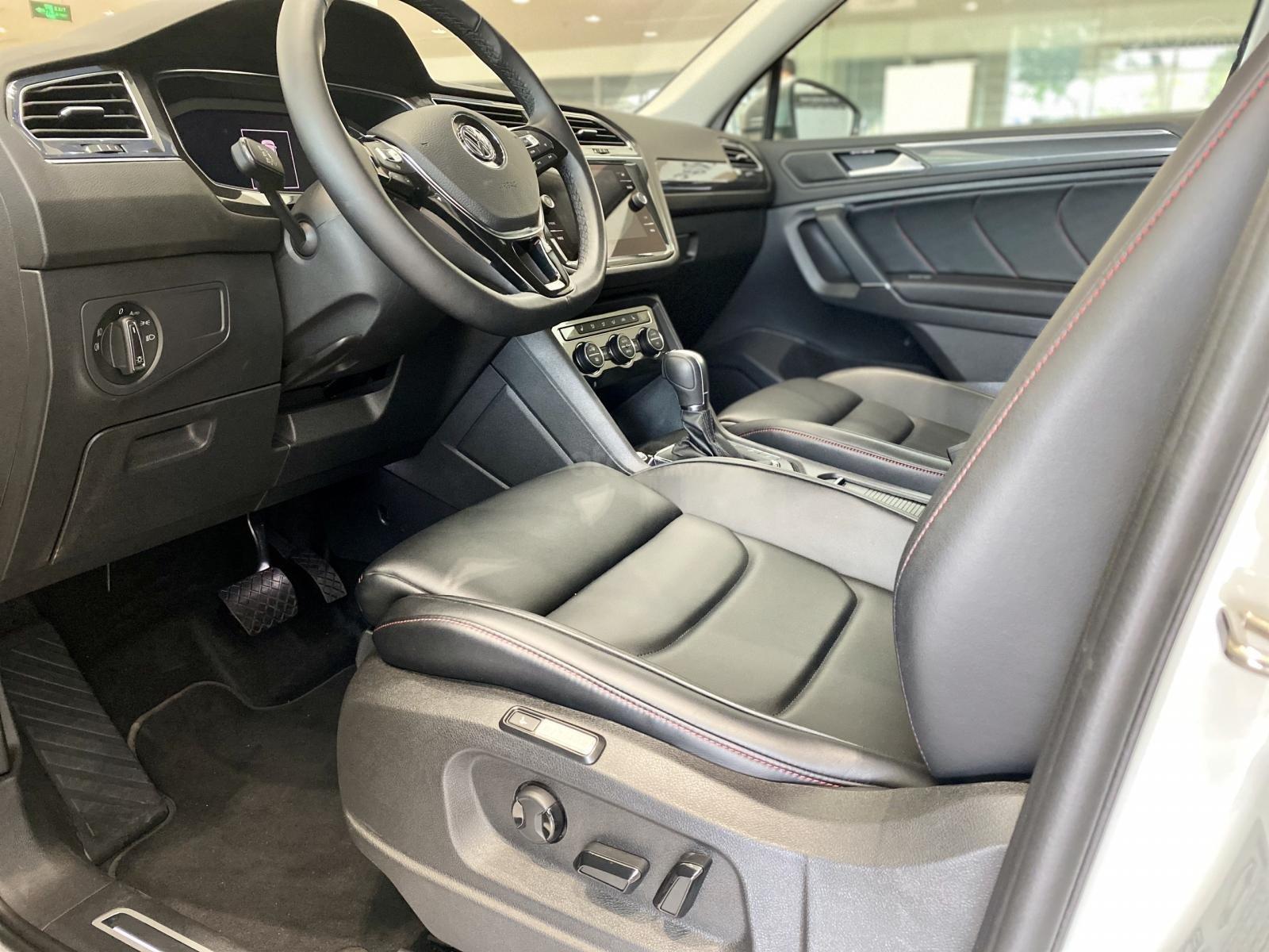 Volkswagen Sài Gòn Tiguan Luxury màu trắng - Giá tốt cho tháng ngâu - 6 màu giao ngay (trắng, đen, đỏ,.. ) - Hỗ trợ vay 80% (10)