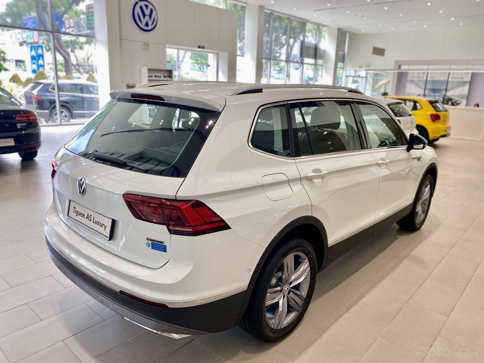 Volkswagen Sài Gòn Tiguan Luxury màu trắng - Giá tốt cho tháng ngâu - 6 màu giao ngay (trắng, đen, đỏ,.. ) - Hỗ trợ vay 80% (12)