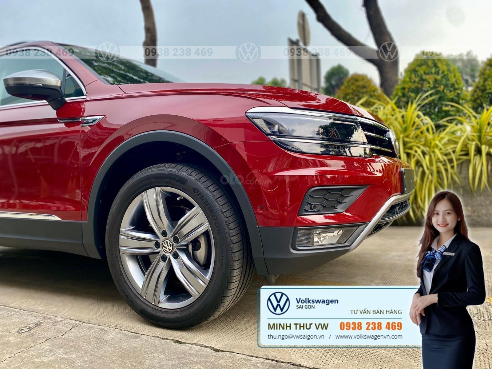 Xe Volkswagen Tiguan Luxury S màu đỏ 2020 - Bản cao cấp Offroad - SUV Đức 7 chỗ gầm cao - Lái thử xe tận nhà (4)