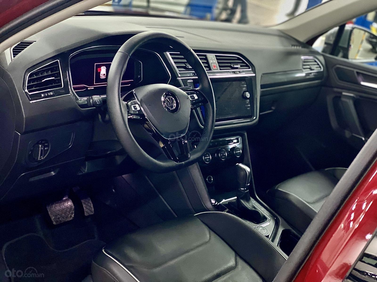 Xe Volkswagen Tiguan Luxury S màu đỏ 2020 - Bản cao cấp Offroad - SUV Đức 7 chỗ gầm cao - Lái thử xe tận nhà (14)