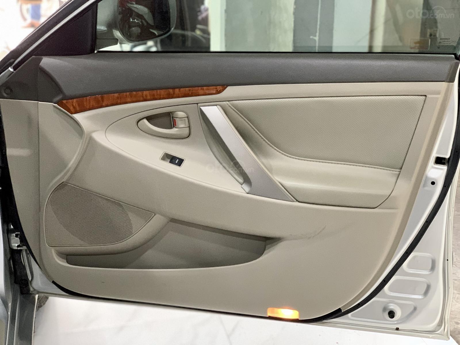 Toyota Camry 2.4 xe nguyên bản còn 95% (6)