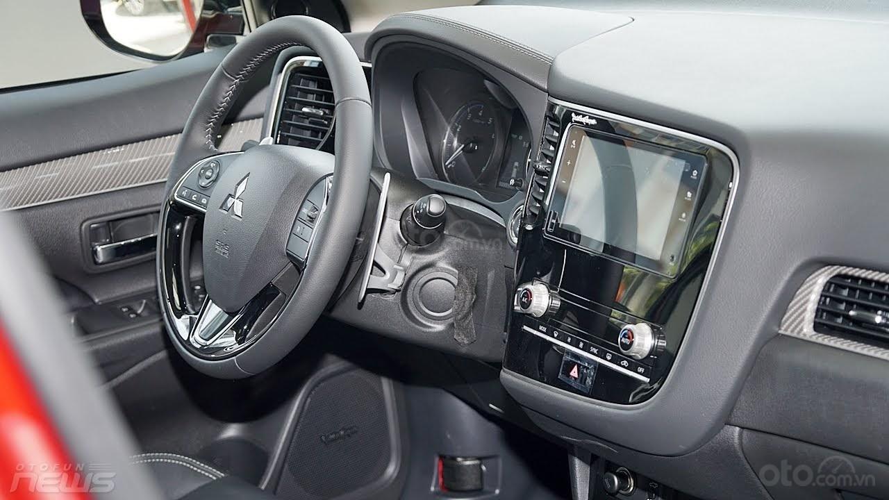 (Hot) Mua xe Outlander tại Mitsubishi Bắc Ninh, giảm 100% thuế trước bạ, tặng full phụ kiện đi kèm, giảm giá tiền mặt (7)