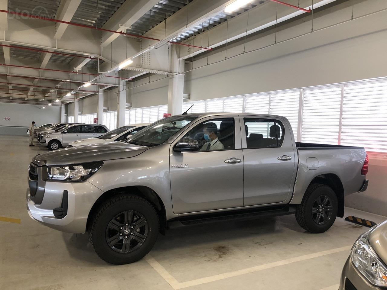 Toyota Tân Cảng bán Toyota Hilux 2.4E AT 2021 nhập khẩu, nhiều ưu đãi, xe giao ngay, trả góp lãi suất 0.3% (6)