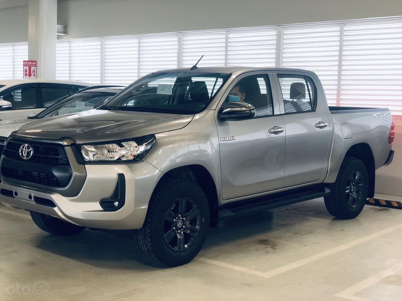 Toyota Tân Cảng bán Toyota Hilux 2.4E AT 2021 nhập khẩu, nhiều ưu đãi, xe giao ngay, trả góp lãi suất 0.3% (2)