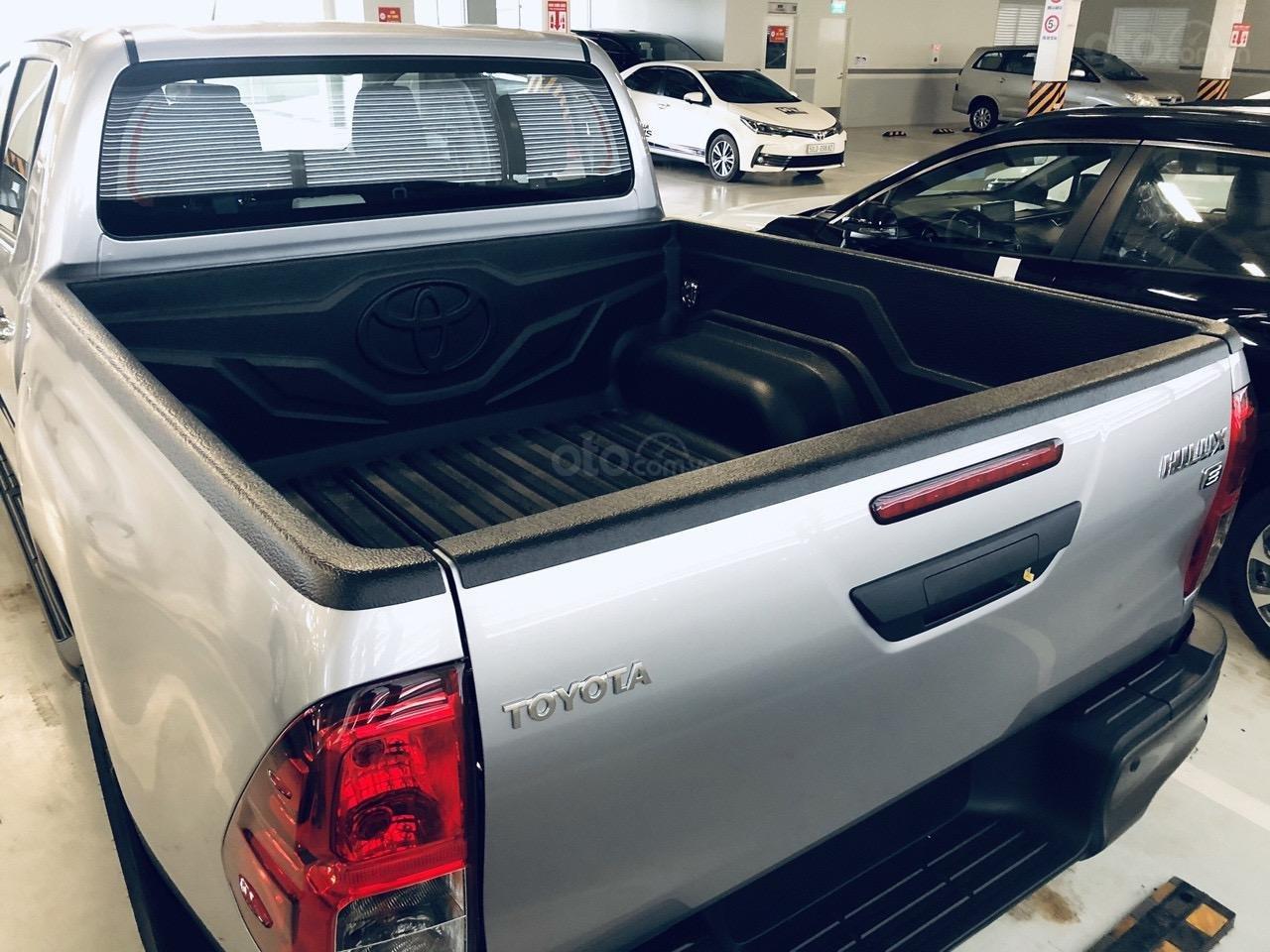 Toyota Tân Cảng bán Toyota Hilux 2.4E AT 2021 nhập khẩu, nhiều ưu đãi, xe giao ngay, trả góp lãi suất 0.3% (4)