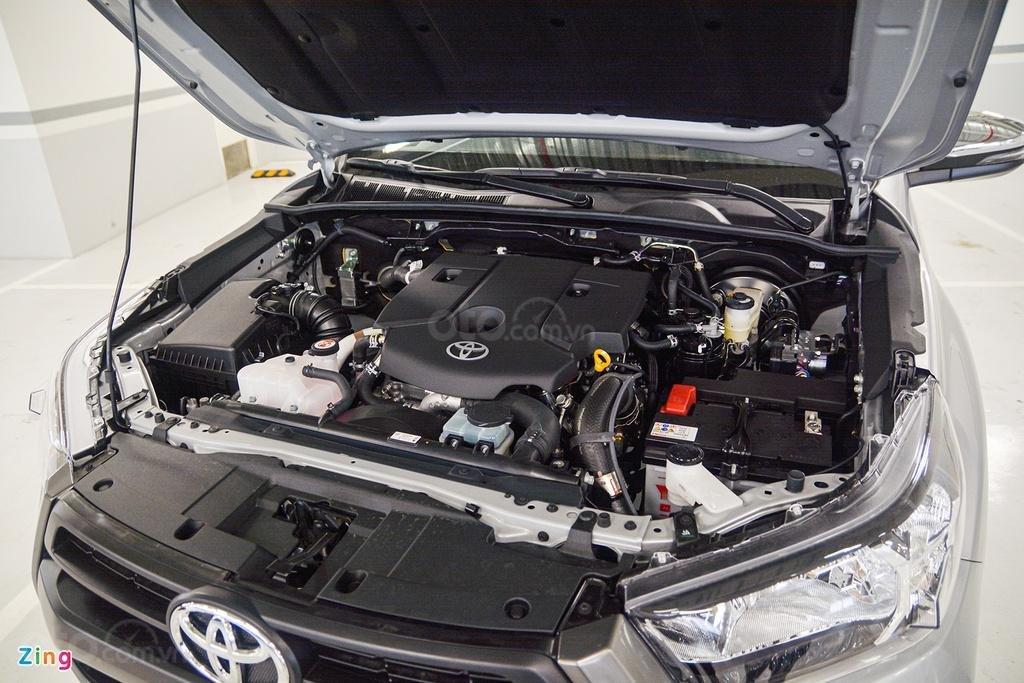 Toyota Tân Cảng bán Toyota Hilux 2.4E AT 2021 nhập khẩu, nhiều ưu đãi, xe giao ngay, trả góp lãi suất 0.3% (11)