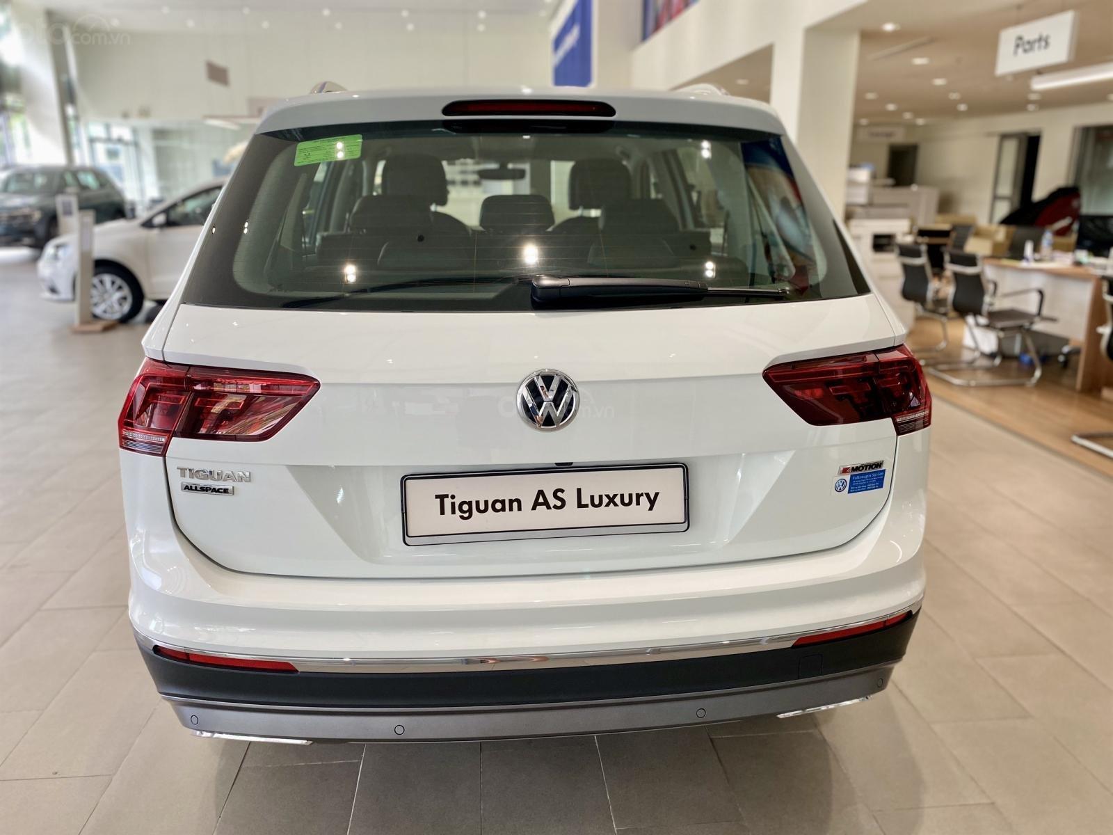 Volkswagen Tiguan Luxury Topline màu trắng, nâng cấp sang trọng - SUV 7 chỗ nhập khẩu - KM tháng ngâu lên đến 170 triệu (2)
