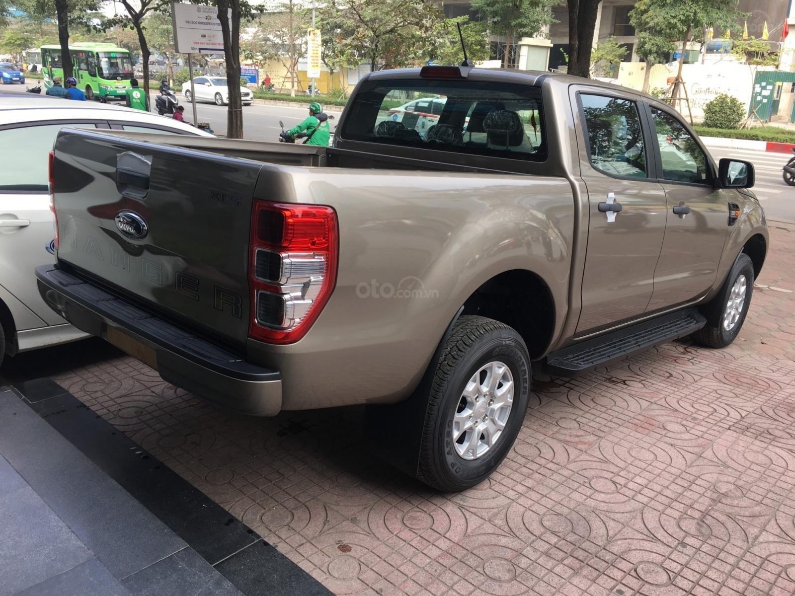 Ford Ranger XLS nhiều ưu đãi nhất VBB, giảm tiền mặt, tặng BHTV, và vô cùng nhiều quà tặng hấp dẫn (4)
