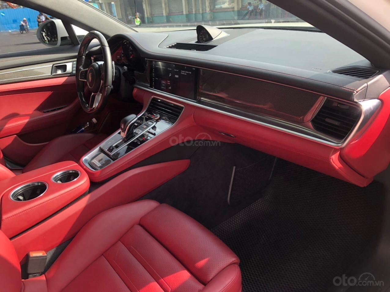 Cần bán xe Porsche Panamera 2018 full cacbon màu trắng, nội thất đỏ (4)
