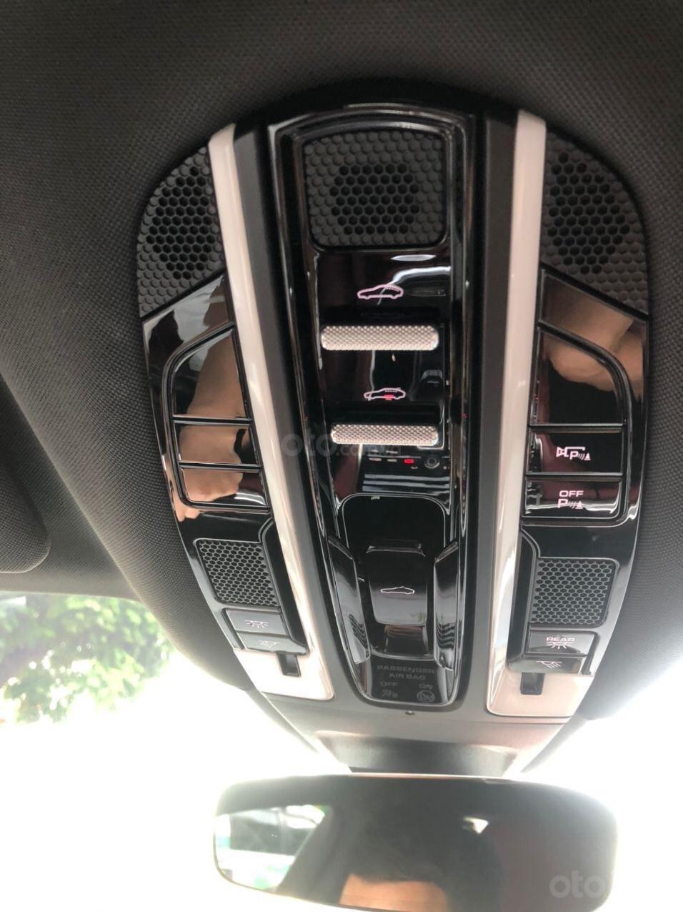 Cần bán xe Porsche Panamera 2018 full cacbon màu trắng, nội thất đỏ (10)