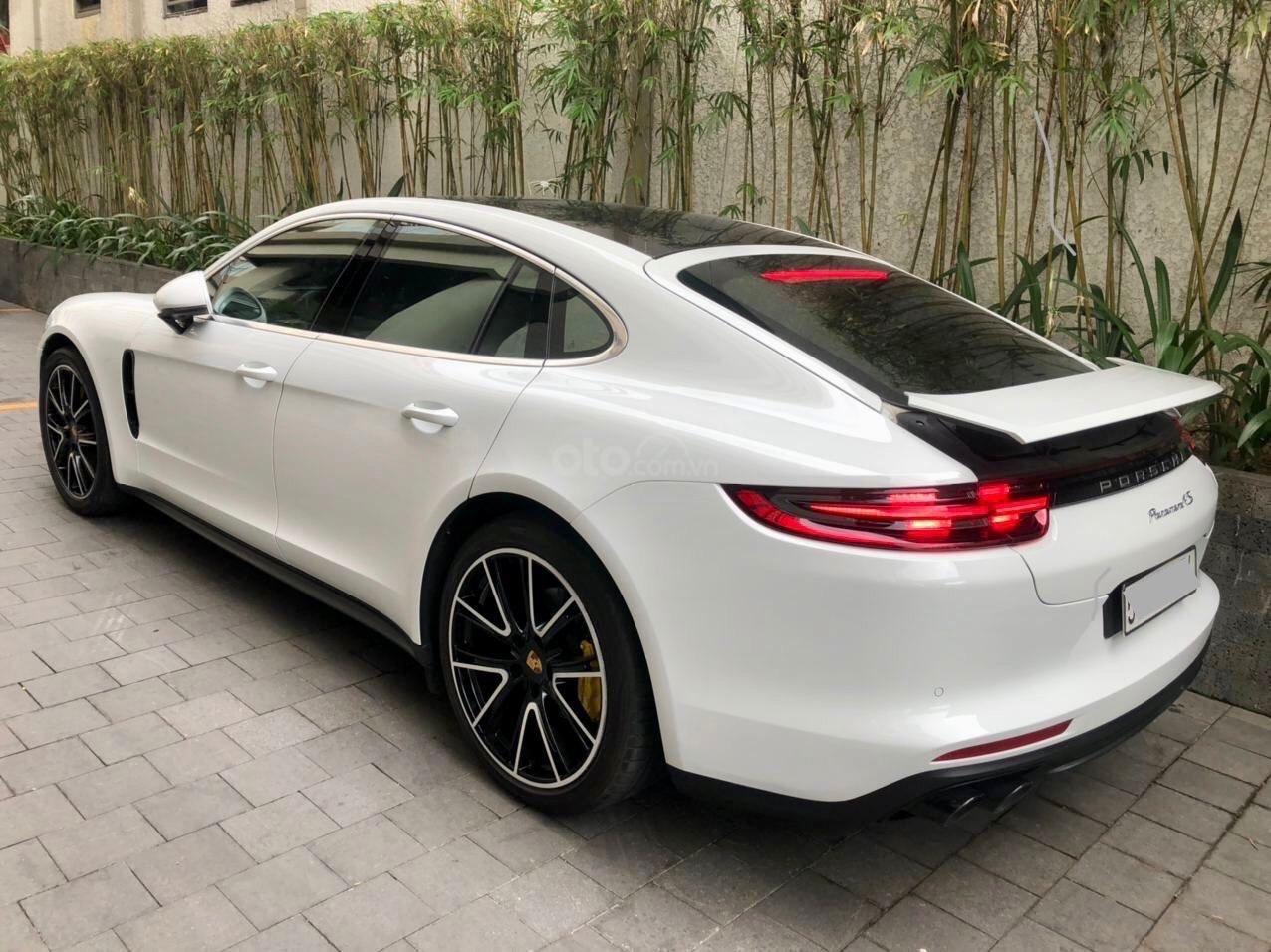 Cần bán xe Porsche Panamera 2018 full cacbon màu trắng, nội thất đỏ (12)