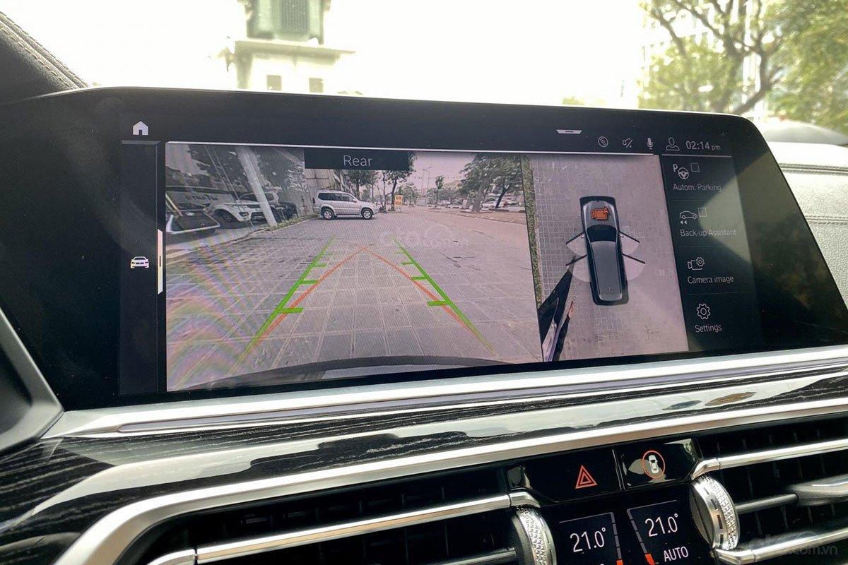 Màn hình trung tâm tích hợp camera 360 trên xe BMW X7 2019 1