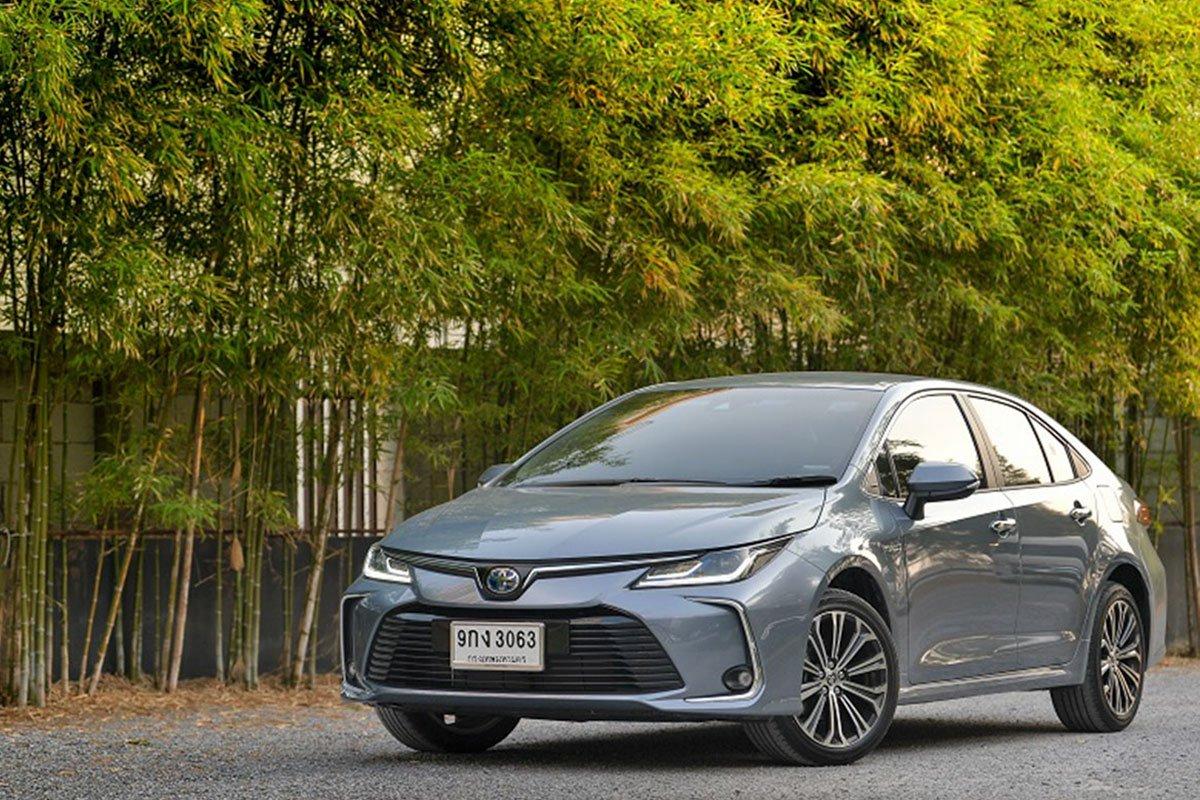 Ảnh chụp đầu xe Toyota Corolla Altis 2021