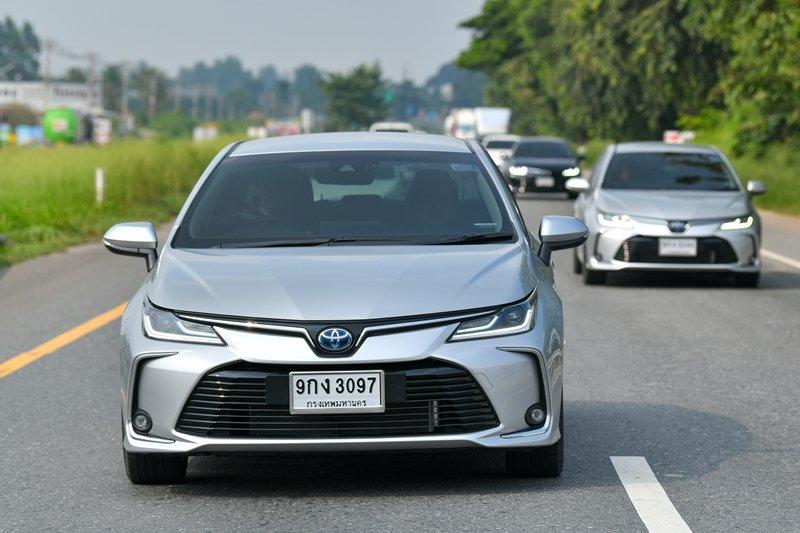 Ảnh chụp đầu xe Toyota Corolla Altis 2020