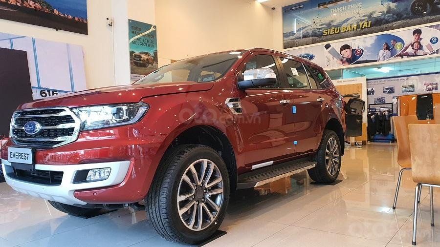 Cần bán xe Ford Everest năm sản xuất 2020 xả kho tháng ngâu (3)