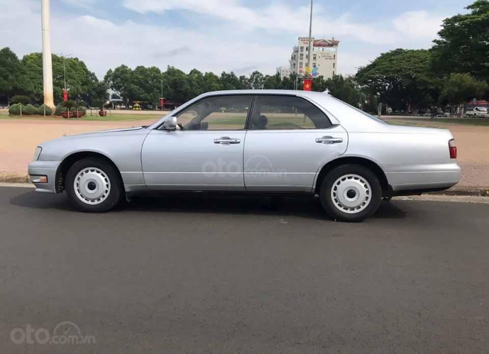 Cần bán gấp Nissan Gloria năm sản xuất 1996, màu bạc, xe nhập   (1)