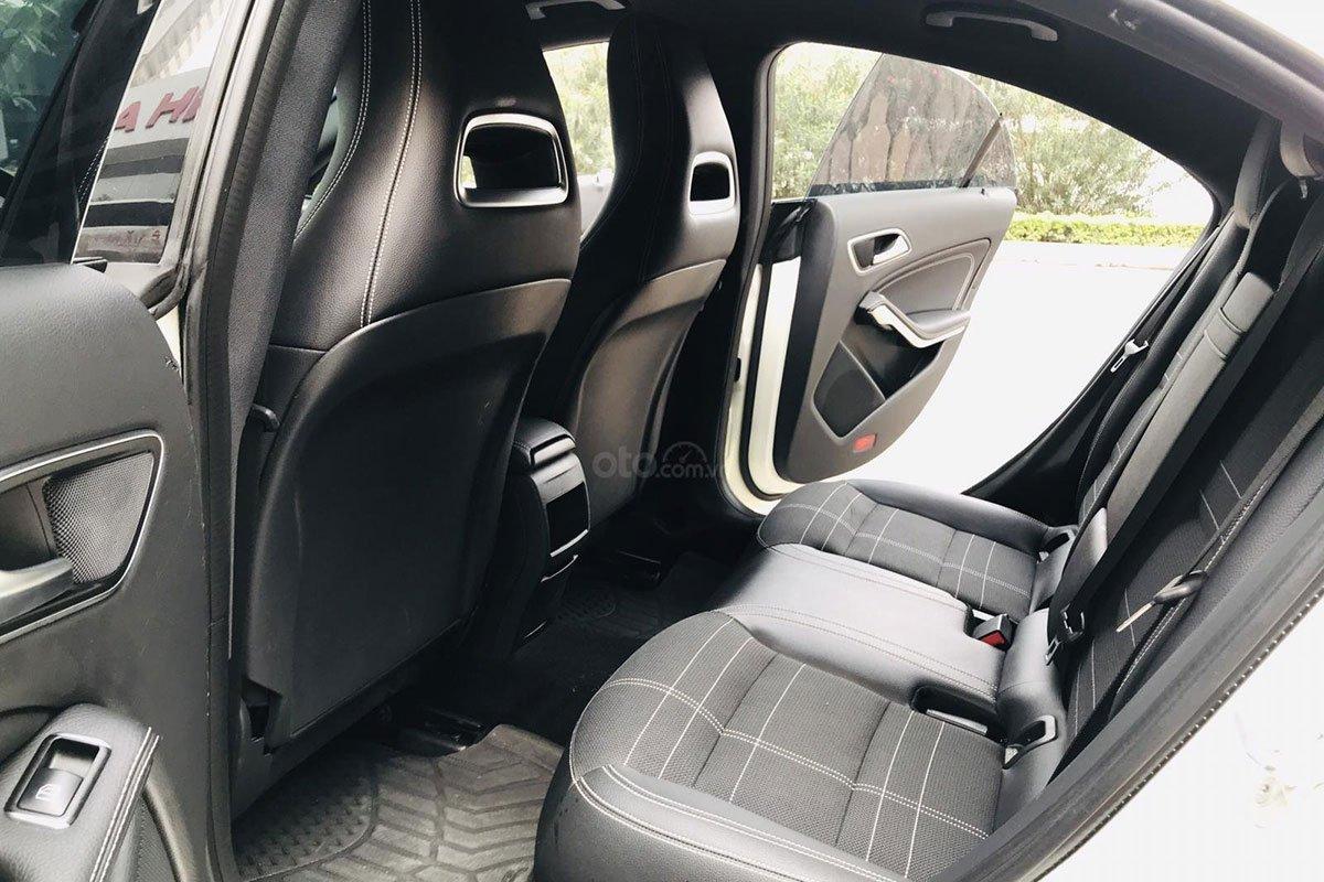 Hàng ghế sau xe Mercedes-Benz CLA 200 2017 1