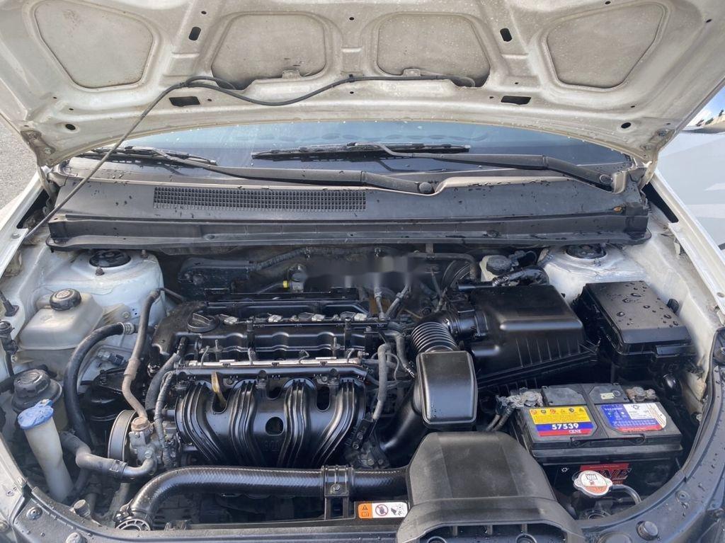 Bán Kia Carens sản xuất năm 2011, màu trắng, giá chỉ 258 triệu (8)