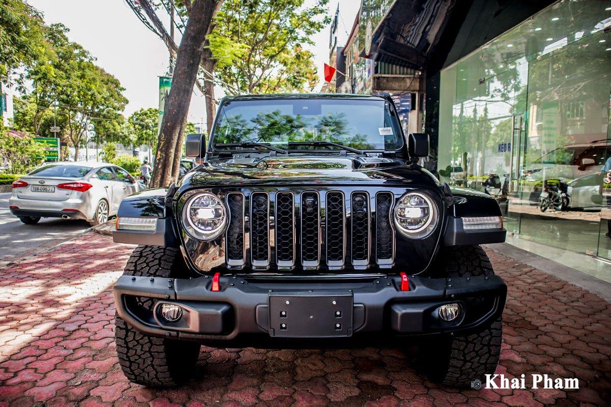 Ảnh chính diện đầu xe Jeep Gladiator 2020 trái