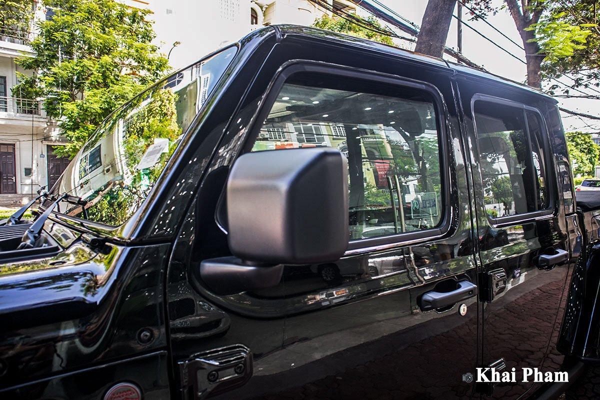 Ảnh gương xe Jeep Gladiator 2020